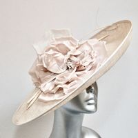 Statement Hatinator in Almond 16153/SD720